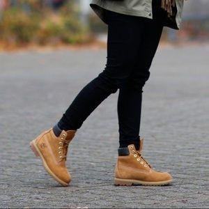 Like new women's timberland original wheat boots